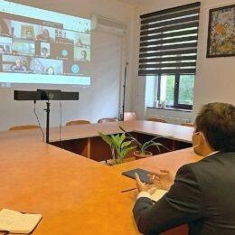 Primarul Allen Coliban vrea să doteze școlile cu tablete performante, iar diferența față de suma standard alocată din fonduri UE să fie suportată de la bugetul Brașovului