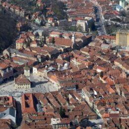 Turism în pandemie: Brașovul mai atrage doar jumătate din vizitatorii dintr-o perioadă normală. În octombrie, 67.000 de turiști s-au cazat în pensiunile și hotelurile din județ