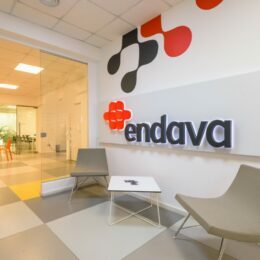 O companie IT cu sute de angajaţi la Brașov cumpără agenţia Five, cu sedii în SUA şi Croaţia
