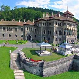 Austriecii și rușii care dețin Castelul Cantacuzino din Bușteni vor să dezvolte un complex de birouri pe Calea București