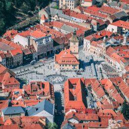 COVID Rata de infectare scade la Brașov la 4,63/1000 după o lună de creștere/ Opt localități sunt în scenariul roșu