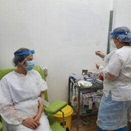 Mai puțin de 4.200 de cadre medicale s-au vaccinat, la Brașov, în prima etapă a vaccinării anti-COVID/ S-au înregistrat doar 25 de efecte adverse minore
