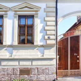 O casă din Codlea, construită la începutul secolului trecut, este scoasă la vânzare cu 420.000 de euro