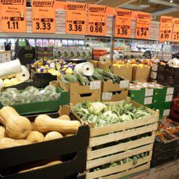 """Lidl introduce, din 2 ianuarie, """"taxa pe pungă"""" la raionul de legume și fructe"""