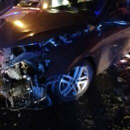 FOTO O familie care călătorea spre Râșnov a intrat în spital după ce mașina în care se deplasau s-a ciocnit de un autocamion. printre victime se află și un copil de un an