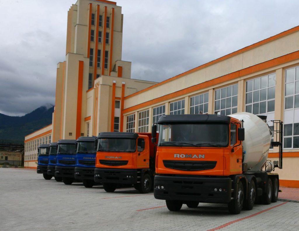 Fabrici care trăiesc din amintiri: Roman SA a produs anul trecut doar cinci camioane și piese de schimb pentru miile produse anii trecuți/ La sfârșitul anilor '70 ajunsese să producă 125 de camioane pe zi