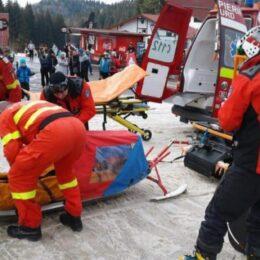 Salvamontiștii brașoveni au intervenit în șapte cazuri. Trei turiști au fost duși la spital/ Accidentele au loc pe pârtiile din zona inferioară a Masivului Postăvarul, care sunt închise