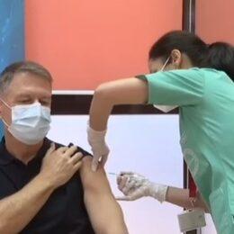 Președintele României, prima persoană vaccinată anti-COVID în cea de-a doua etapă
