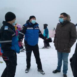 Autoritățile brașovene se pregătesc să dea piept cu aglomerația de weekend din Poiană, în condițiile în care în stațiunile de pe Valea Prahovei nu se poate schia