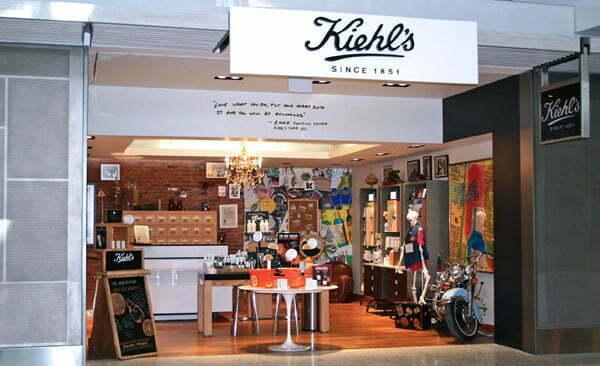 L'Oréal a adus Kiehl's  în AFI Brașov. Care este povestea brandului și de ce magazinele găzduiesc un schelet uman și o motocicletă Harley Davidson