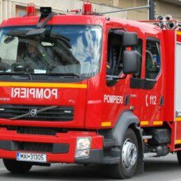 Incendiu la o casă din cartierul Triaj. Pompierii intervin cu cinci mașini și două echipaje SMURD