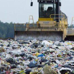 """Consiliul Județean Brașov pregătește un proiect de aproximativ 100 de milioane de euro finanțat din bani europeni pentru rezolvarea problemei deșeurilor din întreg județul: de la 5% gunoi reciclat la 50%. Dacă nu atingem țintele, """"comoditatea"""" se va plăti scump"""