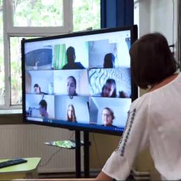 Primăria Brașov va accesa peste 26 de milioane de lei de la UE pentru a dota școlile cu o serie de echipamente IT necesare desfășurării cursurilor online