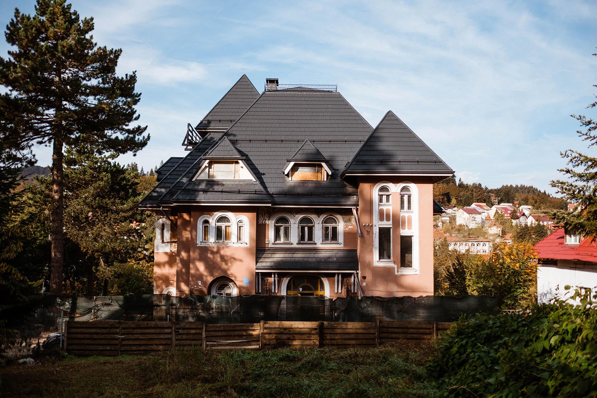 Vila Liliacul din Predeal, scoasă la vânzare cu 550.000 de euro. Acum 9 ani, la lichidarea Predeal SA, valora doar 70.000 de euro