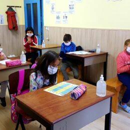 Primăria cumpără dezinfectanți și materiale de protecție sanitară pentru școlile din Brașov în valoare de peste 11 milioane de lei