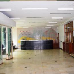FOTO Ajuns o ruină, Hotelul Tâmpa este scos la vânzare cu 3,68 milioane de euro