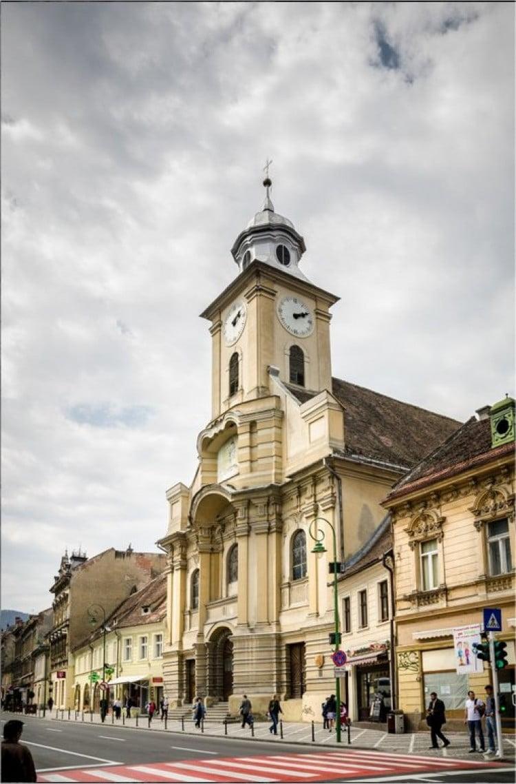Biserica romano-catolică de pe Mureșenilor, reparată în regim de urgență, după ce acoperișul și fațada s-au degradat și deveniseră pericol-public