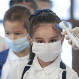 132 de școli din județ funcționează în scenariul roșu începând de luni/ Alte patru au activitatea total suspendată în urma infectării cu COVID a personalului