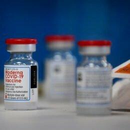 O nouă tranșă de 112.800 de doze de vaccin Moderna a ajuns astăzi în România