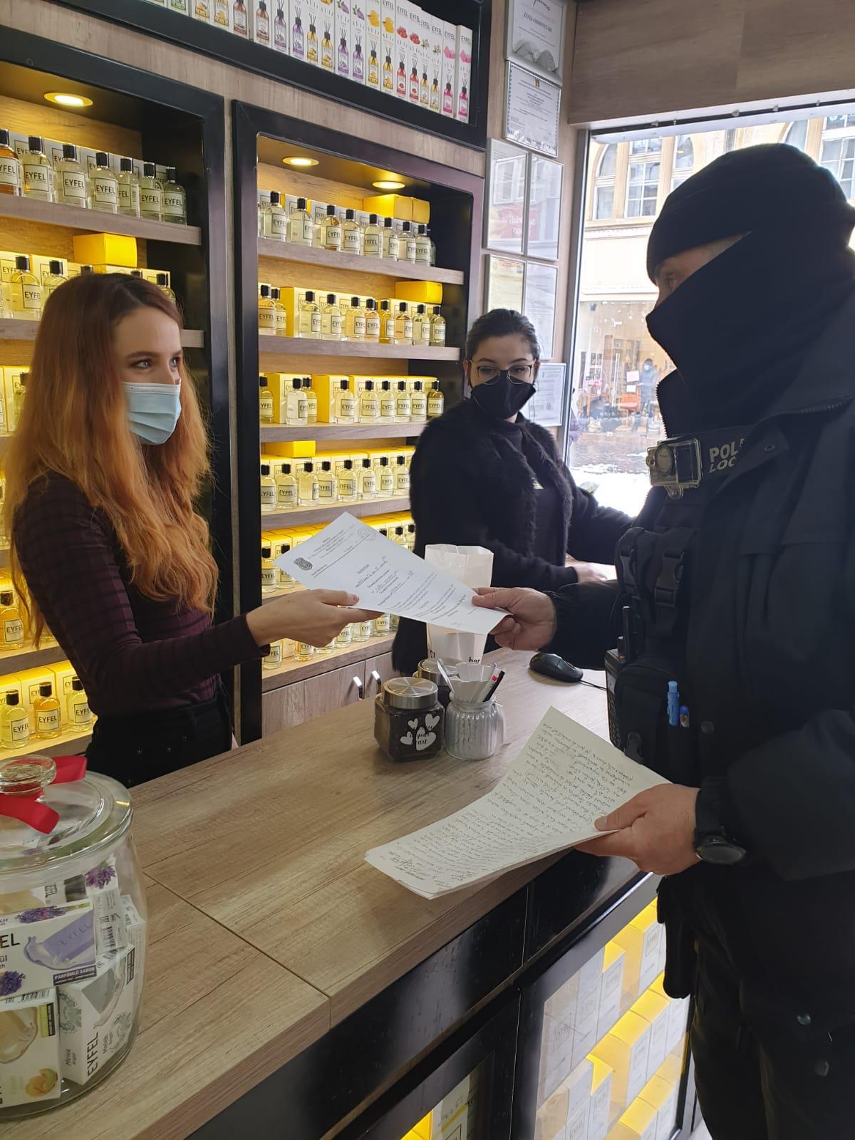 Din 70 de restaurante, baruri, cafenele sau fast-food-uri controlate de Poliția Locală, aproape jumătate n-aveau autorizație de funcționare. S-au dat amenzi de 12.600 de lei