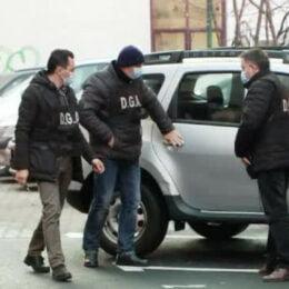 Cârtița din Poliția Brașov și omul de afaceri Doru Bertea, trimiși și ei în arest la domiciliu. Mirică primea în schimbul informațiilor despre anchetă alimente și… dinți