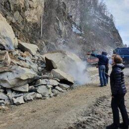 Ministerul Transporturilor a făcut o expertiză pentru a pune în siguranță zonele periculoase de pe drumul dintre Brașov și Buzău. Cel mai probabil, vor fi amplasate plase și ancore pe o suprafață de 16.000 mp
