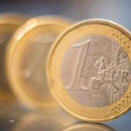 ING, Unicredit, BCR, OTP și Techventures Bank vând euro cu un cost mai mare de 5 lei la casele de schimb valutar ale băncilor