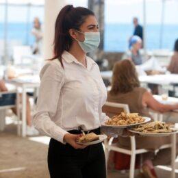 Sectorul HoReCa solicită Guvernului eliminarea taxelor pentru salariul minim brut în următorii 3-5 ani