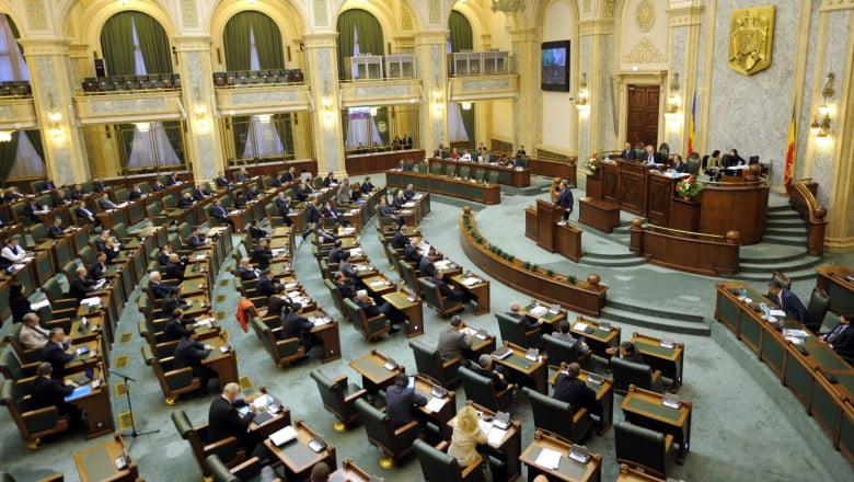 Senatorii rămân fără pensii speciale/ Legea se aplică și retroactiv. Aproape 1,6 milioane de lei, luate de la gura parlamentarilor din camera superioară