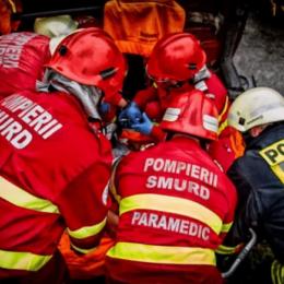 Echipajul SMURD încearcă să o readucă la viață pe femeia din Făgăraș care a căzut în Olt
