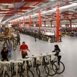 Bulgarii care au fondat brandul de biciclete Cross au ajuns la vânzări de peste 10 milioane de lei în România și vor să își extindă depozitul de la Brașov