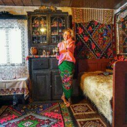 FOTO Casa Pelinica din Fundata, o cazare tradițional brăneană care de 200 de ani reușește să păstreze autenticitatea locului