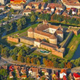 Cetatea Făgăraș, un loc parcă desprins din povești. Ce atracții oferă aceasta și ce alte obiective mai puțin cunoscute poți vizita în zonă