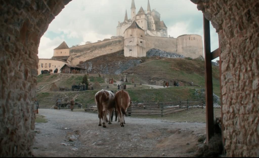 Un film medieval cu dragoni, turnat în Cetatea Râșnov, a apărut pe Netflix. Momentan, nu există licență și pentru România, dar pelicula este disponibilă pe diverse site-uri de profil