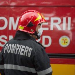 Un echipaj SMURD, pompieri si politisti, iau parte la recuperarea unei batrane lovita de un camion pe bulevardul Uverturii din Bucuresti, miercuri 17 iunie 2020.  ALEXANDRU DOBRE / MEDIAFAX FOTO