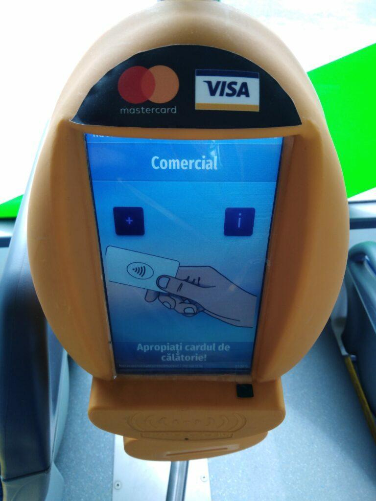 Ca să ia mai ușor banii călătorilor, RATBV a implementat primul serviciu de plată din România cu tehnologie EMV Tranzit