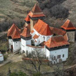 Satul Viscri din Transilvania, printre cele mai frumoase sate din întreaga lume. Chiar și moștenitorul Marii Britanii s-a îndrăgostit de frumusețea istorică a locului