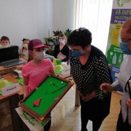 FOTO Peste 180 de elevi din Brașov au creat mici capodopere din deșeuri reciclabile. Comprest i-a recompensat cu premii pe copiii care au reciclat prin intermediul artei