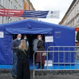 Brașovenilor le place să se vaccineze pe Republicii. Peste 300 de persoane au fost imunizate până la orele 13.00/ Dozele de vaccin au fost suplimentate