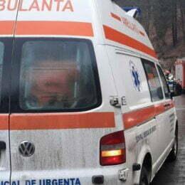 Un șofer a intrat într-un cap de pod la Timișu de Jos, pe DN 1