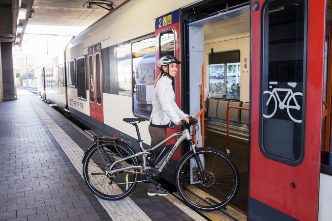 CFR Călători: Costul unui bilet pentru transportul bicicletei este de 15 lei/ Bicicletele pliabile pot fi transportate gratuit, ca bagaj de mână