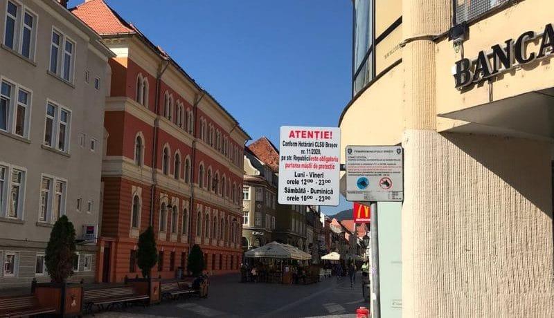 Purtarea măștii va rămâne obligatorie în zonele aglomerate din Brașov. Prefectul le-a cerut primarilor o listă cu aceste zone