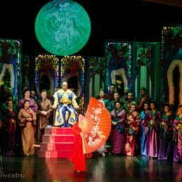 """Opera Brașov își reia activitatea în sala de spectacol. Opereta """"Țara Surâsului"""" de Franz Lehár va avea loc în acest weekend, începând cu ora 18.30"""