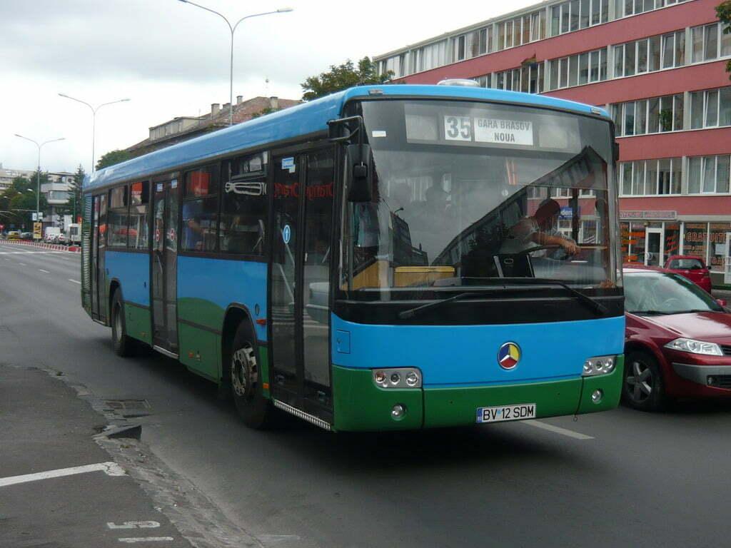 RATBV vinde 36 de autobuze vechi, la preț redus: un Mercedes Conecto, aflat în stare de funcționare, poate fi achiziționat cu puțin peste 20.000 de lei. În cazul altor autovehicule, prețurile încep de la aproximativ 6.000 de lei
