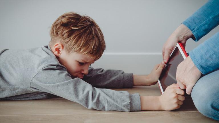 STUDIU 67% dintre angajații părinți au observat stări de frustrare și anxietate la copii în ultimul an din cauza pandemiei de COVID-19