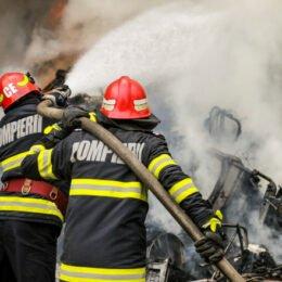 Incendiu la acoperișul unei case de pe strada Sitei