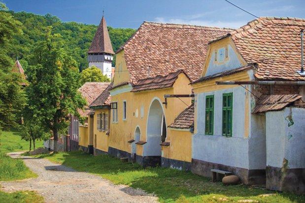 Casele vechi de sute de ani din Transilvania, transformate în unități de cazare. Două dintre ele se află în satele Criț și Viscri din județul Brașov