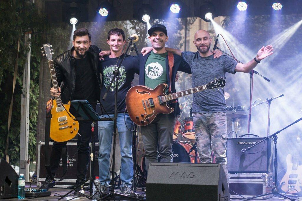 white pedestrians concert bastionul artistilor brasov